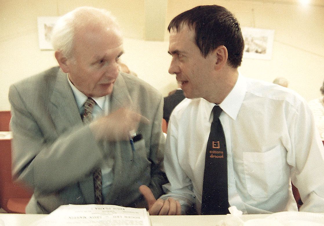 A gauche Paul BIRON l'auteur de la série des Mononke et l'éditeur Marcel DRICOT